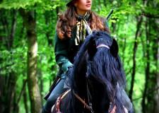 """Programajánló: """"Ha a NŐ viszi a puskát"""" – Előadást tart Lipp Adrienn lovas vadász a Széchenyi Zsigmond Vadászati Múzeumban – 2015.10.29. – 18 óra"""