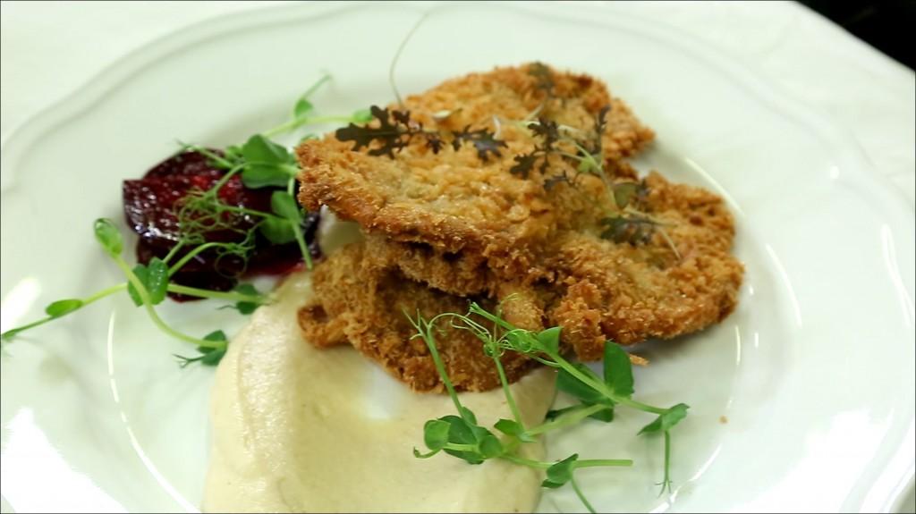 Recept: Fácánmelle-felsőcombja rántva, zellergumó pürével és marinált céklával