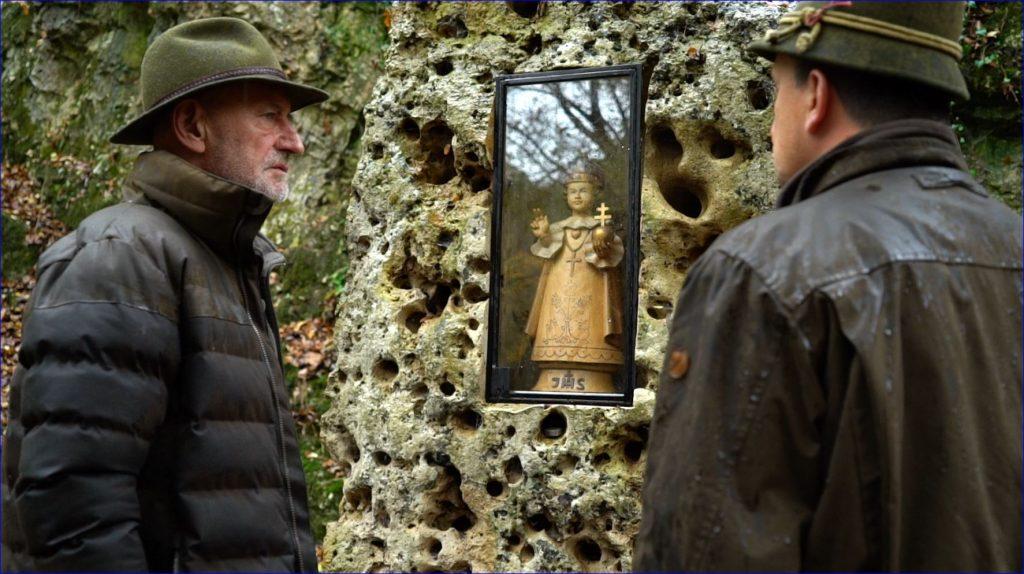 A balatonfüredi Koloska völgyben és a salföldi pálos kolostorromnál forgatott a Reviczkyvel az Erdőben stábja