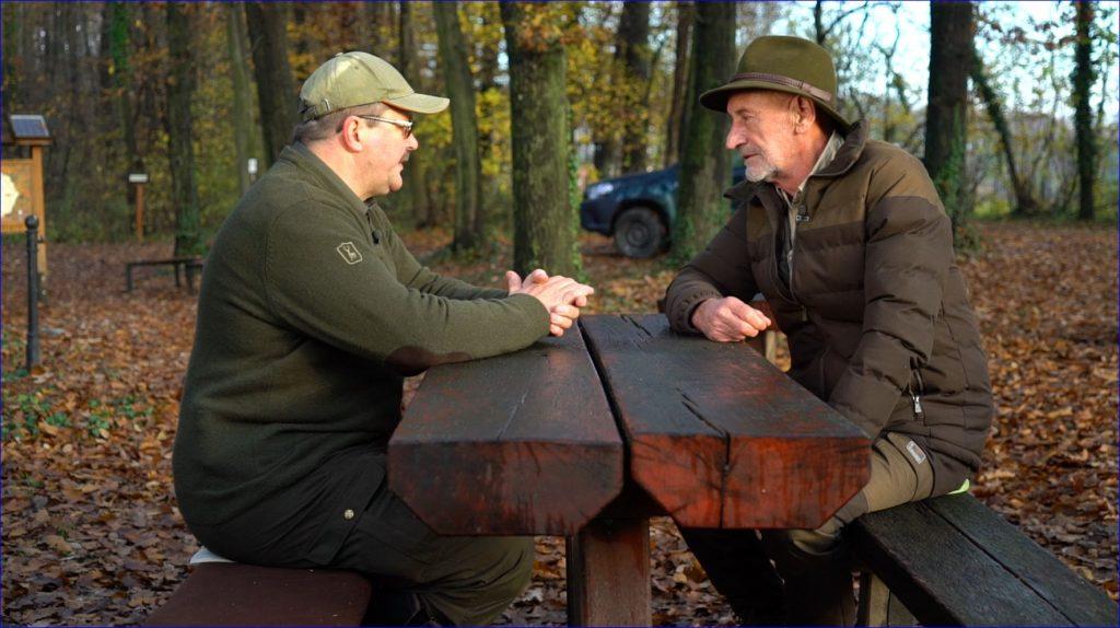 A Csigatúra tanösvényen, a bajcsai makktárolóban és a vétyemi ősbükkösben forgatott a Reviczkyvel az Erdőben stábja